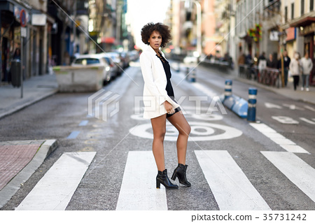 Young black woman with afro hairstyle standing in urban backgrou 35731242