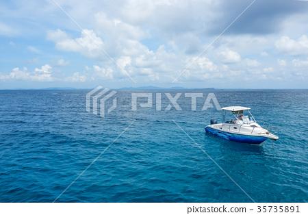 Speed boat floating in the beautiful ocean  35735891
