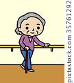 난간에 잡혀 걷는 할머니 35761292