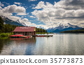 Boat house and canoes on a jetty at Maligne Lake 35773873