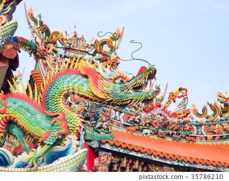 寺廟屋頂上的雕刻 35786210