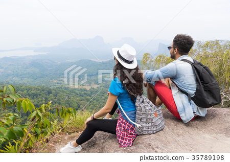 Tourist Couple With Backpack Sitting On Mountain 35789198
