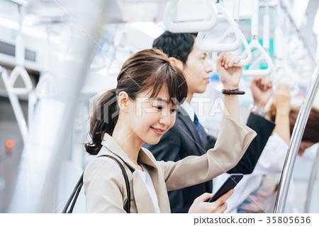 비즈니스 여성 전철 촬영 협조 · 게이오 전철 주식회사 35805636
