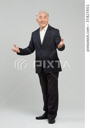 건강한 노인의 포트레이트 35825601