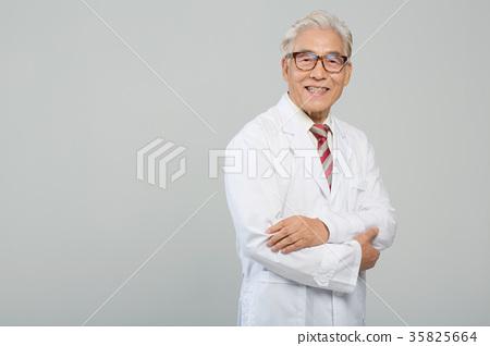 의사, 건강한 노의사의 포트레이트 35825664