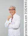 의사, 건강한 노의사의 포트레이트 35826401