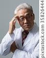 의사, 건강한 노의사의 포트레이트 35826444