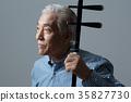 취미생활하는 건강한 노인의 포트레이트 35827730