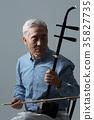 취미생활하는 건강한 노인의 포트레이트 35827735