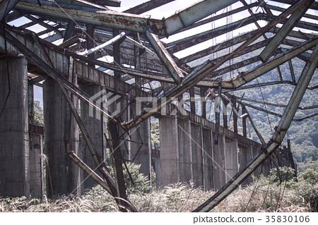 台灣金山廢棄工廠骨架 35830106