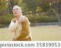 어깨통증을 느끼는 노인, 노후생활 35839053