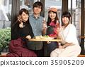 카페에서 식사하는 남녀 35905209