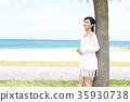 해변에서 쉴 여성 35930738