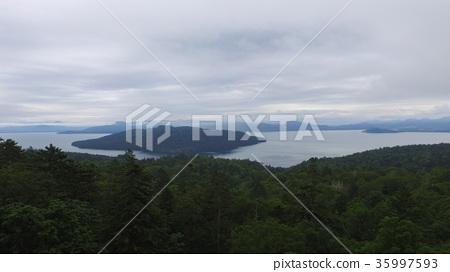 """用無人機(北海道川上郡弟子町)從天空拍攝""""Kuksharo湖"""" 35997593"""