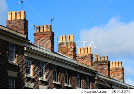 영국 벽돌 주택의 굴뚝 지붕 36012676