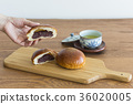 anpan, bread filled with sweet bean paste, danish pastry 36020005