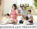 幼兒園老師和孩子們玩 36034383