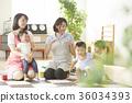 幼儿园老师和孩子们玩 36034393