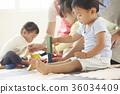 幼兒園老師和孩子們玩 36034409