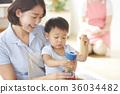幼儿园老师和孩子们玩 36034482