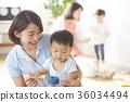 幼儿园老师和孩子们玩 36034494