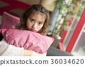 放鬆在咖啡館的婦女 36034620