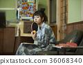 婦女在溫泉娛樂室 36068340
