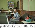 婦女在溫泉娛樂室 36068353