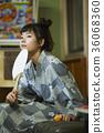 婦女在溫泉娛樂室 36068360