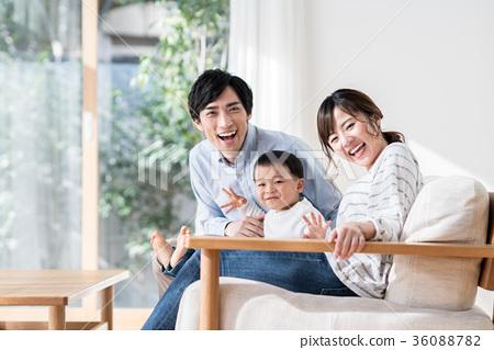 젊은 가족 36088782