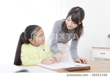 공부하는 초등학생 여자 과외 선생님 강사 교사 36091398