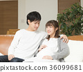 임신 생활을 즐기는 남녀 36099681