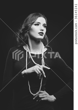 beautiful girl with pearl necklace 36145141