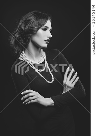 beautiful girl with pearl necklace 36145144