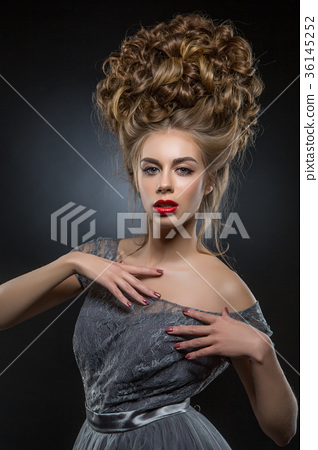 beautiful girl with big curly hairstyle 36145252