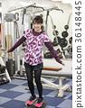 오사카 부 오사카시 성동구 개인 훈련 체육관에서 훈련을하고있는 미소의 젊은 여성 36148445