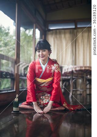 Kimono woman greeting 36189120
