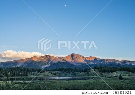 Colorado in the summer 36281921
