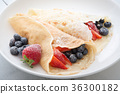 crepe with strawwberry and blueberry 36300182