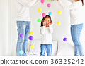 Parents and children are playing ball happily. 36325242