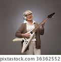吉他 年长 老年人 36362552