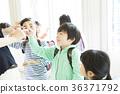 초등학생과 교사 여러 36371792