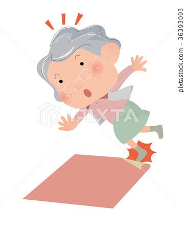这很危险。一位老人妇女前往地毯的边缘,即将摔倒。 36393093