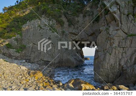 아 시즈 리 미사키의 하쿠산 신사 하쿠산 동굴의 입구 (도사 시미즈시) 36435707