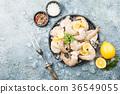 Raw shrimps with lemon 36549055