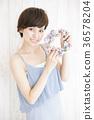 年輕女性 年輕女子 雛菊 36578204