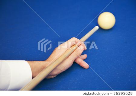 Play billiards on the pool table. 016 36595629