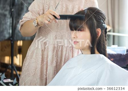 美女剪頭髮 36612334