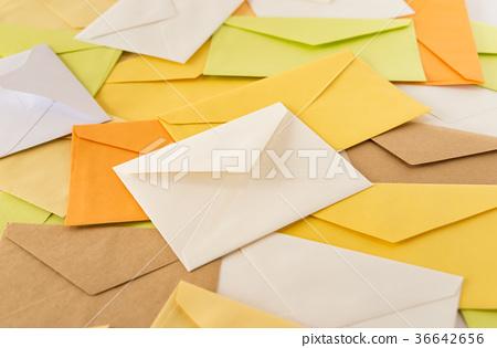 很多信件堆疊的電子郵件信封閱讀閱讀業務電子郵件 36642656