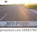 MID POINT 텍사스 루트 66의 중간 지점 36683780
